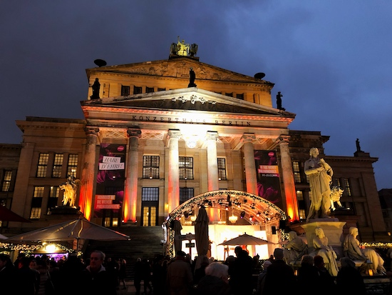 live stage performances at the christmas market in gendarnmenmarkt in berlin