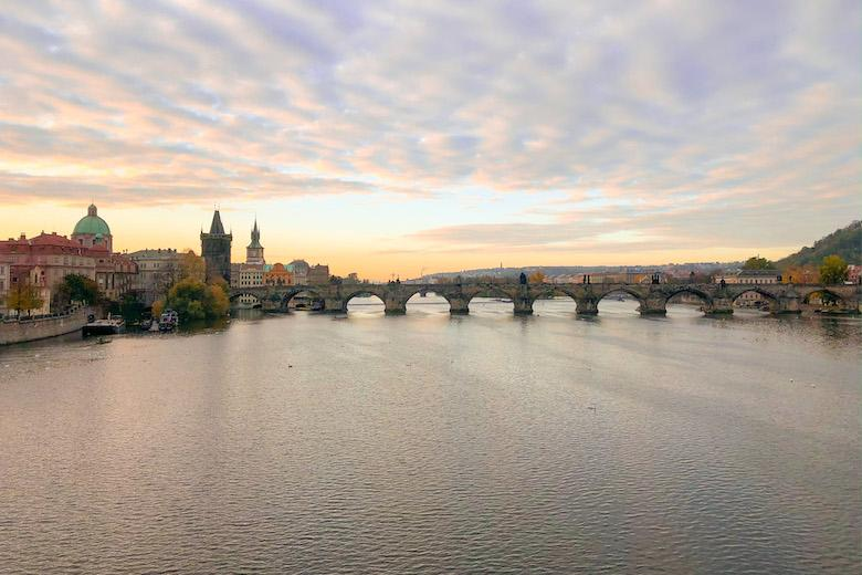 sunrise photography from charles bridge in praha