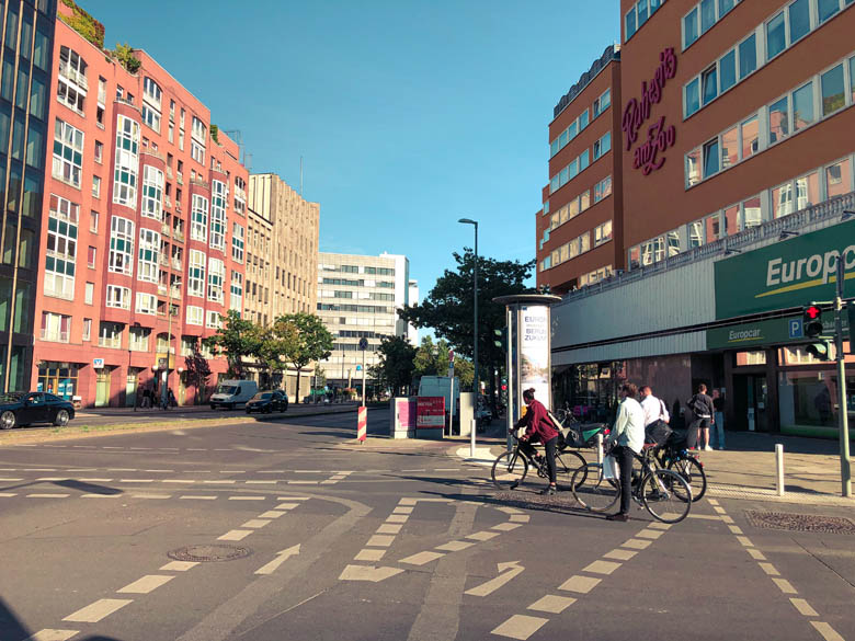 how to ride a bike in germany and turn at traffic intersections