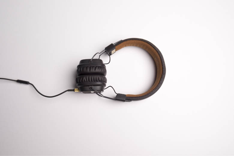 headphones for listening exercises and apps to improve your language skills