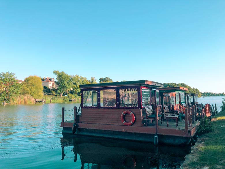 a wooden grill boat or grillboot that you can rent in berlin and germany