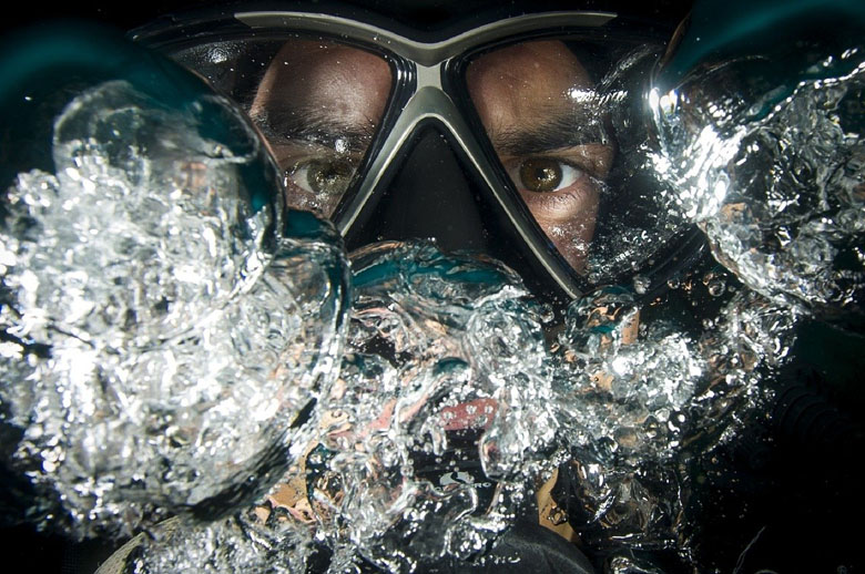 scuba gear and tips to prevent mask from fogging up