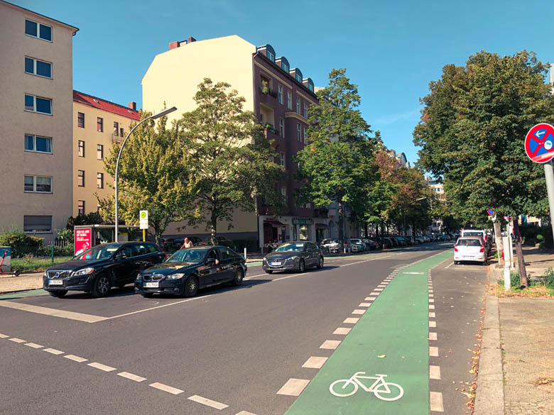 the bike road rule for green cycling lane in germany means that cyclists have right of way