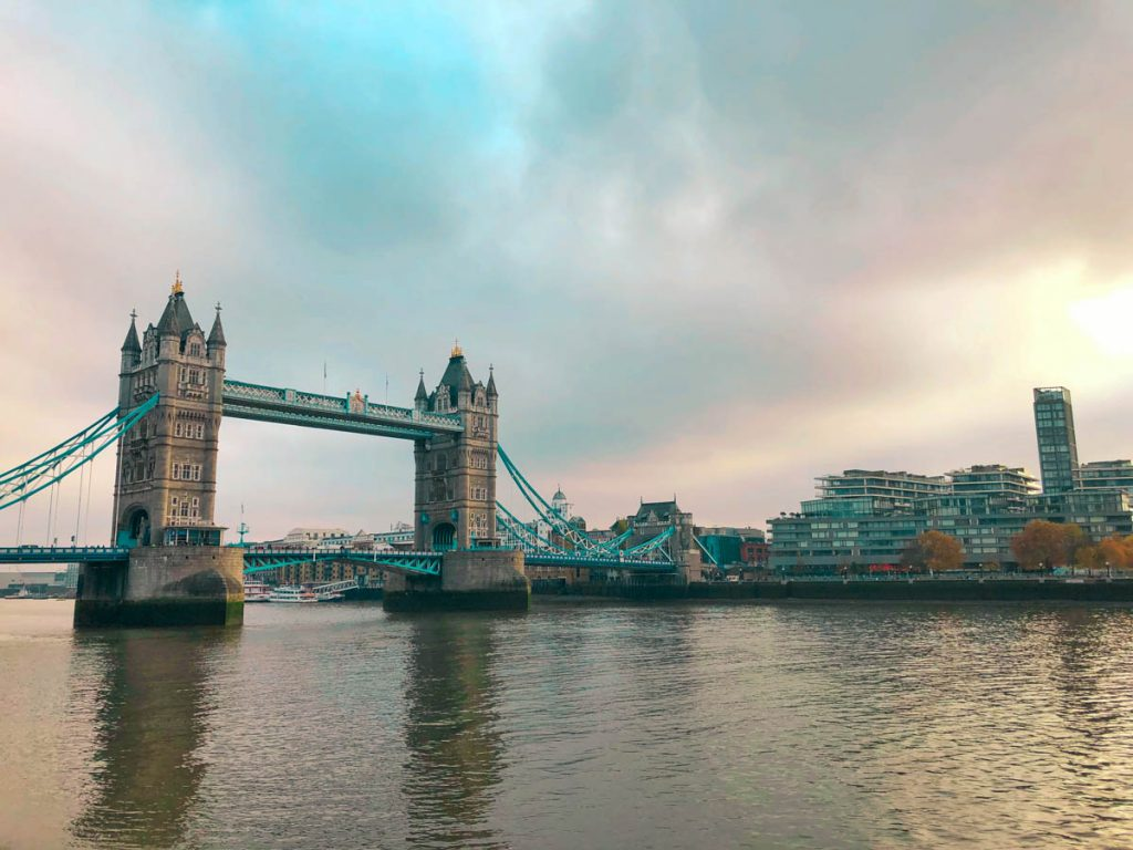 expats looking at tower bridge in london wondering whether it is better to live in berlin vs london