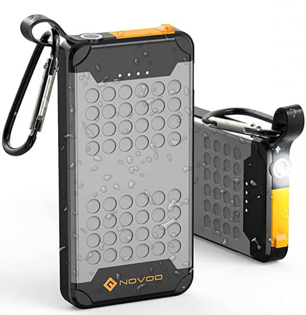 waterproof power banks with built-in flash light are the perfect gifts for scuba divers