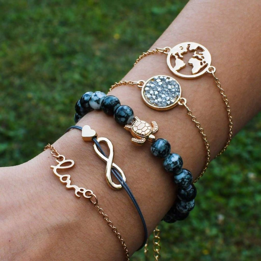 five piece bracelet collection from wildlife collections that serve as great gifts for female scuba divers